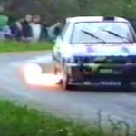 Ford Escort Cosworth avec les flammes qui sortent de l'échappement