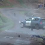 La Renault Clio en pleine série de tonneaux