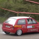 Une Citroën AX en glisse