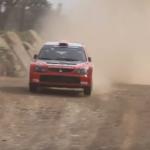 La Mitsubishi Lancer WRC après une bosse