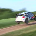 Une Volkswagen Polo R WRC les 4 roues en l'air