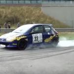 Une Peugeot 206 en difficulté au freinage