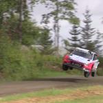 Une Hyundai I20 WRC en l'air de travers