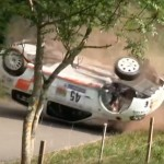 Une Renault Clio pendant des tonneaux