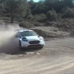 La Ford Fiesta WRC en glisse dans une épingle