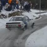 Une Ford Escort en glisse