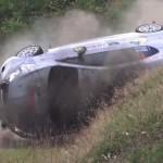 Une Peugeot 208 R2 en tonneaux