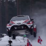 La Toyota Yaris WRC les 4 roues en l'air