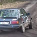 Une BMW en pleine glisse